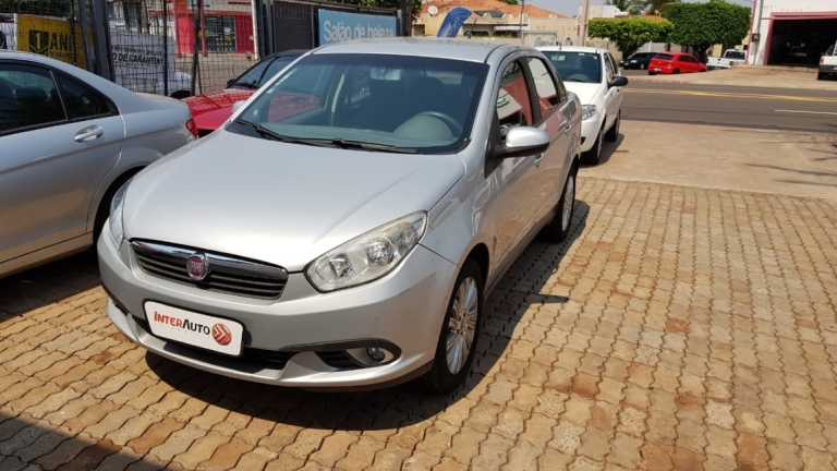 Fiat Siena Essence 1.6 16V (Flex) 2013
